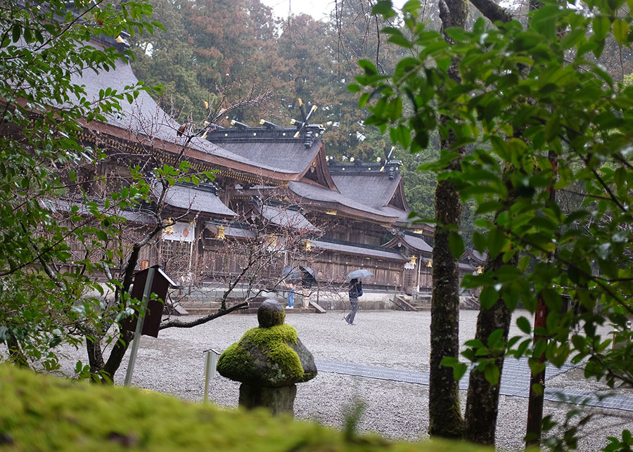 Peering into the grounds of the sacred Kumano Hongu Taisha grand shrine